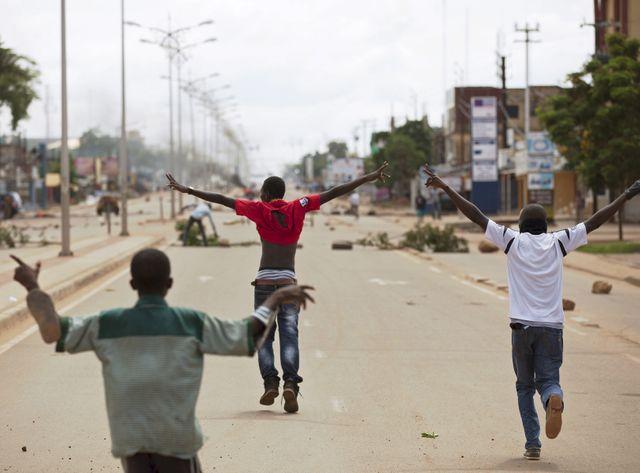 A Ouagadougou les anti-coup d'état protestent