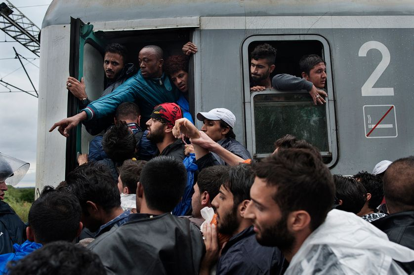 Migrants, train