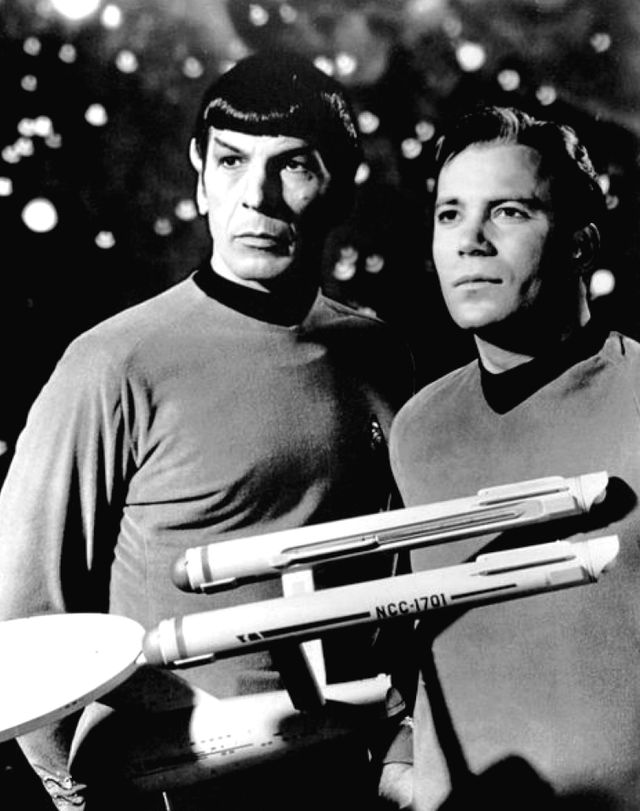 Image publicitaire de Leonard Nimoy et William Shatner en tant que Mr. Spock et Captain Kirk (Star Trek)