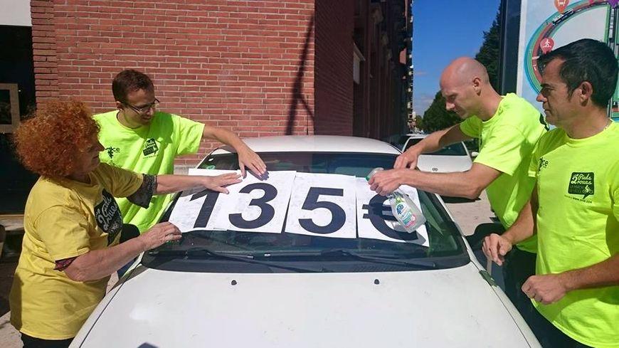 Les membres de l'association 2 pieds-2 roues en opération à Toulouse