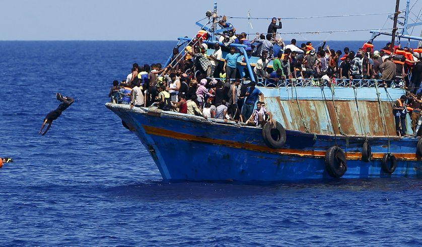 Opération de sauvetages de 600 migrants, à 16 km des côté libyennes (6 aouût 2015)