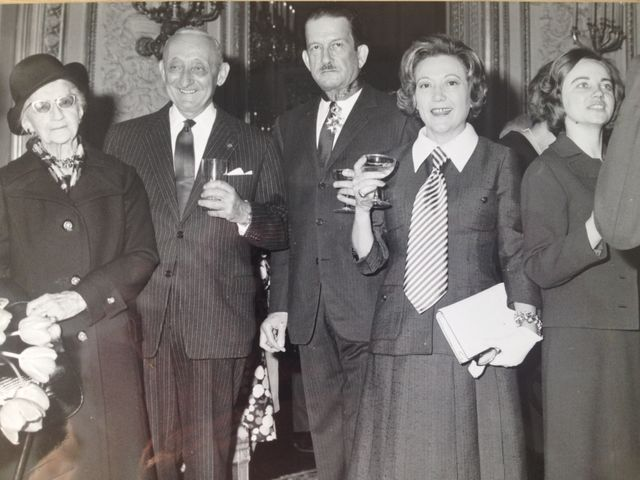 Gilberte en cravatte et à sa gauche, son second mari