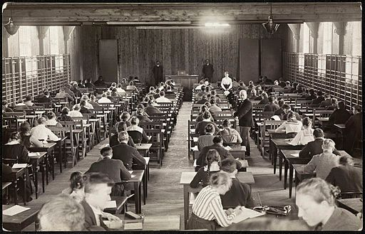 Une salle d'examens, 1920