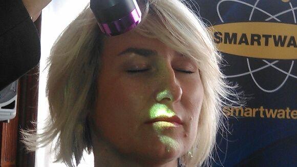 Le marquage se révèle à la lumière d'une lampe ultra-violet