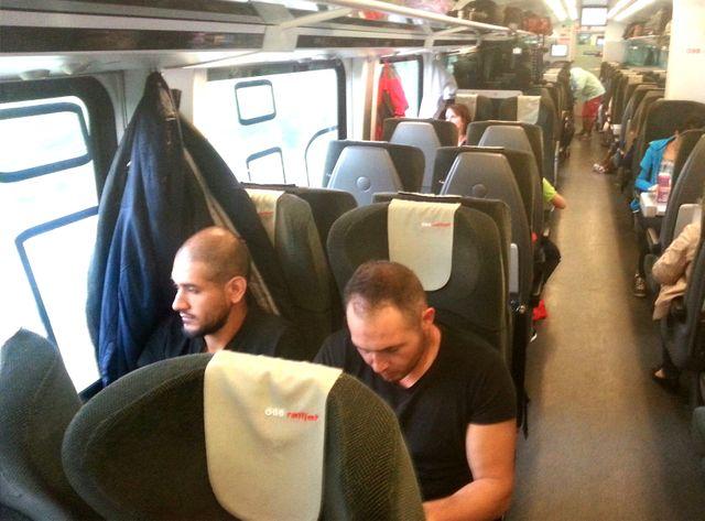 Mohammad et Anas dans le train entre Vienne et Munich