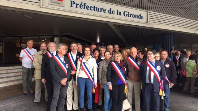 Manifestation de l'Association des maires de Gironde à Bordeaux
