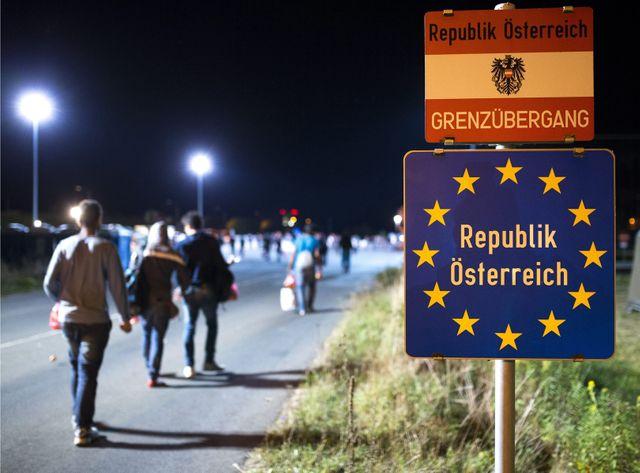 Des migrants arrivent à la frontière austro-hongroise