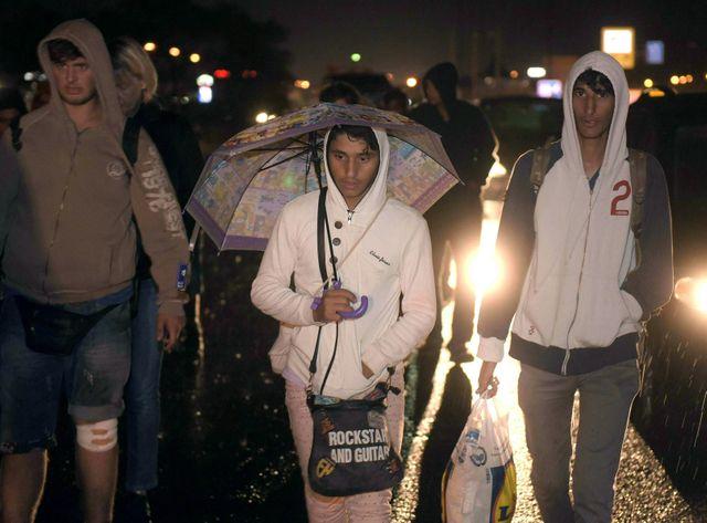 Les réfugiés sont arrivés à pied sous une pluie battante