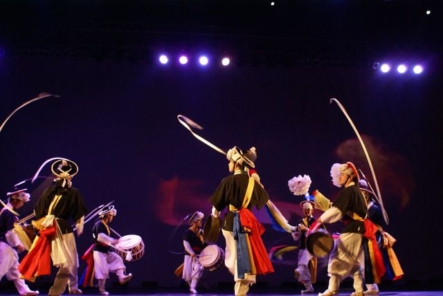 Kim Duk-soo, Kim Ri-haé & SamulNori Hanullim Performing Arts Troupe