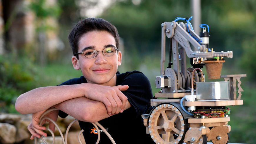 Eliott Sarrey et son robot jardinier Bot2karot