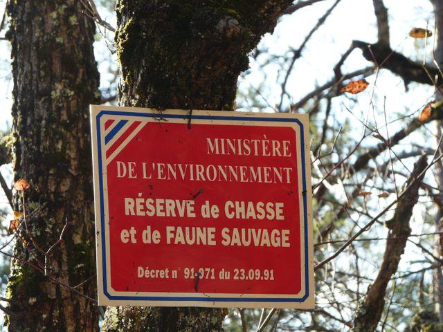 Plaque signalant une réserve de chasse à Fanlac en Dordogne