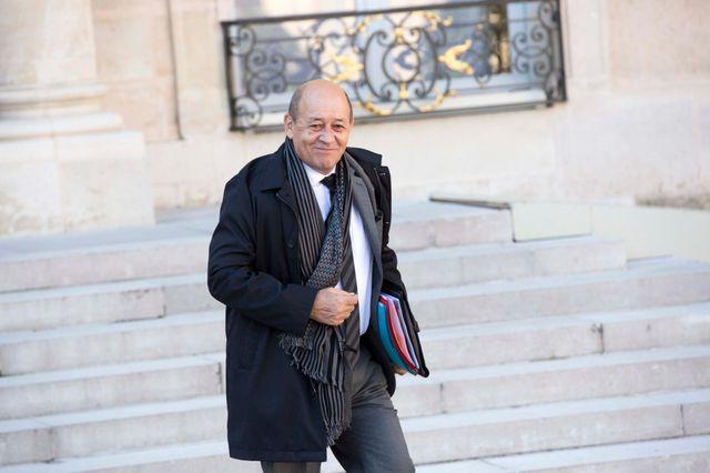 Jean-Yves Le Drian à la sortie du conseil des ministres