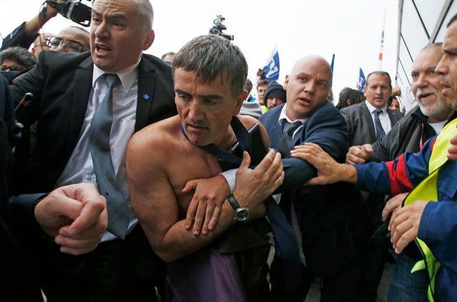 Xavier Broseta, DRH d'Air France, agressés par des salariés, aéroport Roissy - Charles de Gaulle, 5 octobre 2015.