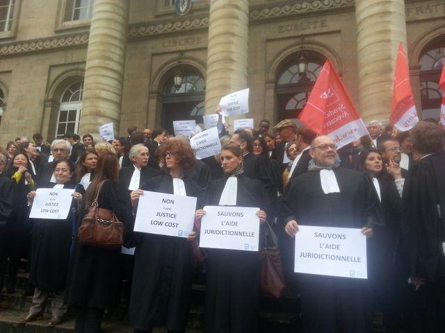 Les avocats manifestent contre la réforme de l'aide juridictionnelle