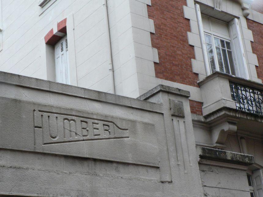Fronton de l'entreprise Humbert cours fauriel en forme de crosse de fusil