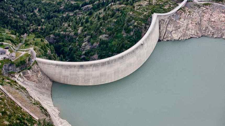 Le barrage du lac d'Emosson dans le Canton du Valais (Suisse)