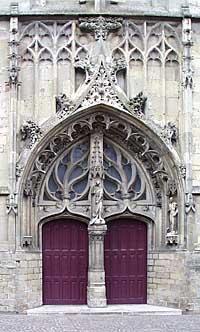 Le porche de l'Eglise Péronne
