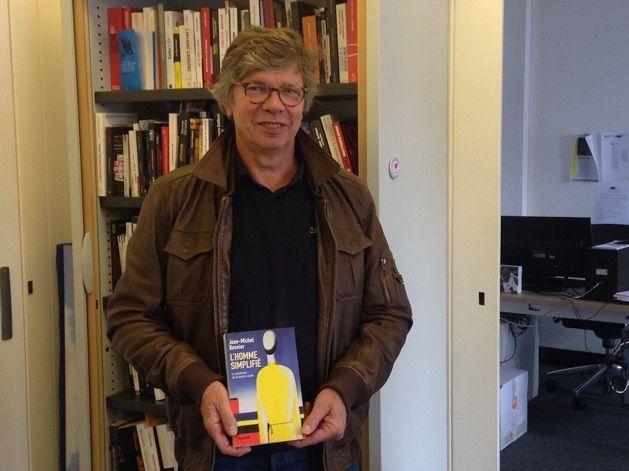 Jean-Michel Besnier dans le bureau de Secrets d'Info