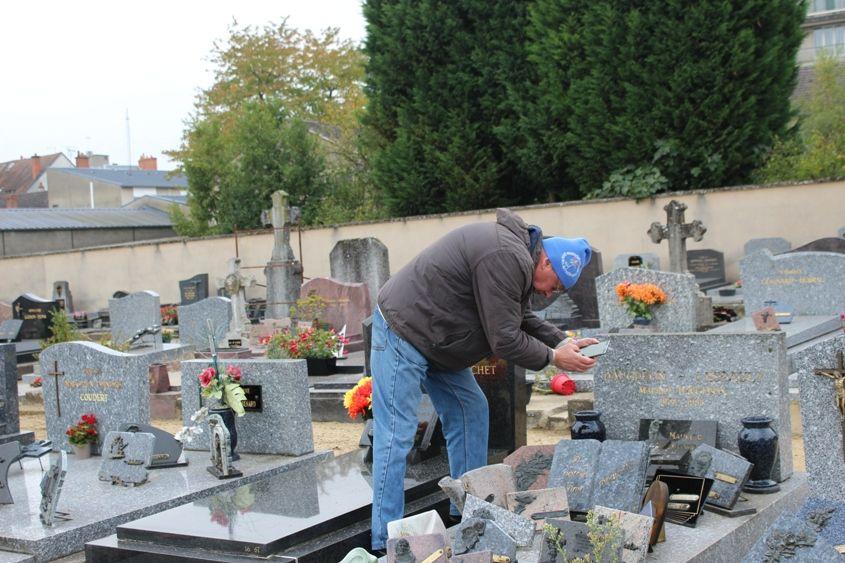 Jean-Marie estime qu'il lui faudra une année pour recenser toutes les sépultures