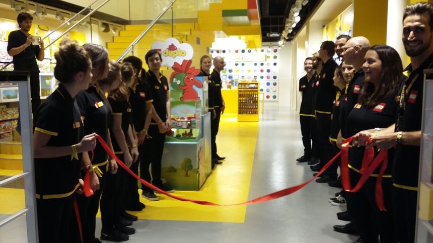 85e87c79714d2c Radio France - Sophie Constanzer Pas moins de 20 salariés travaillent dans  l enseigne LEGO.