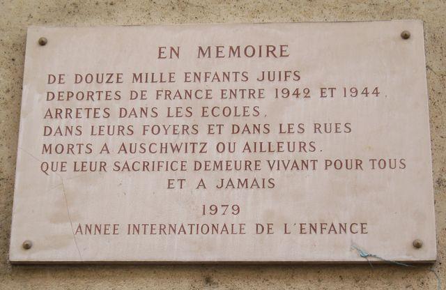 Plaque commémorative à la mémoire des enfants Juifs déportés en France de 1942 à 1944