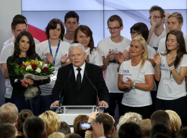 Le parti de Jaroslaw Kaczynski devance ainsi de 15 points les libéraux sortants de la Plateforme Civique d'Ewa Kopacz