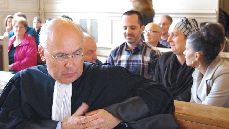 Marc et Samia Larère avec leur avocat, à l'audience du 9 octobre 2014.