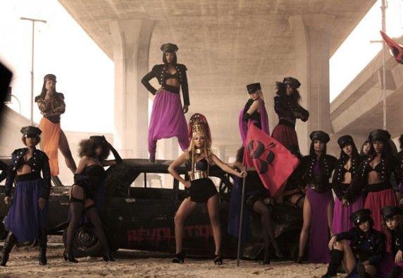 Beyoncé dans son clip Run The World (Girls)
