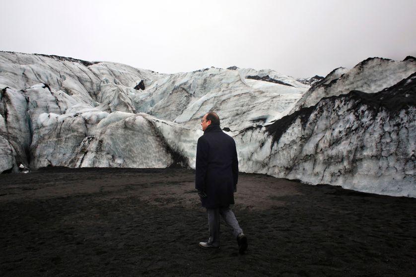 François Hollande sur le glacier de Solheimajokull en Islande, 16 octobre 2015.