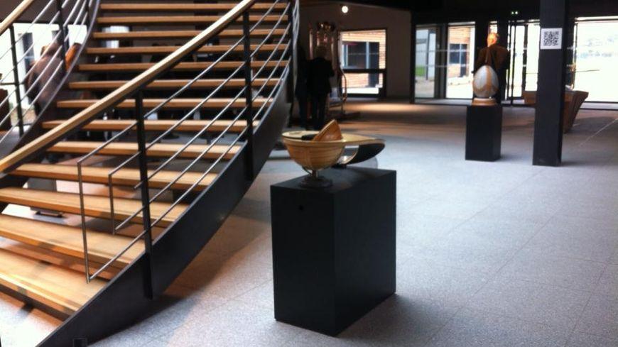 Le hall d'entrée, salle d'exposition, du CFA des compagnons