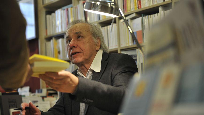 Jean-Pierre Milovanoff, en dédicace à Nîmes.