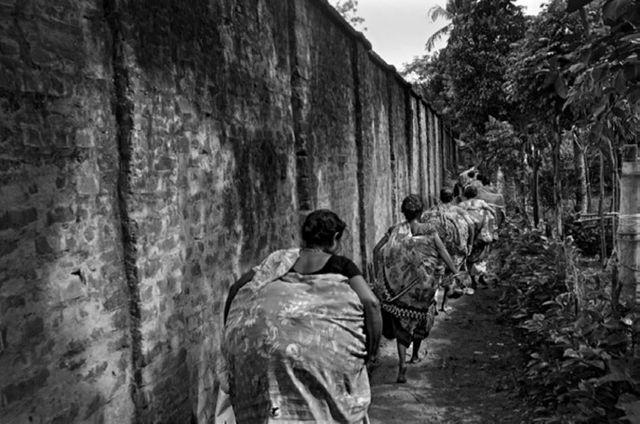 Le mur et la peur. Inde Bangladesh 2013 - Passage clandestin