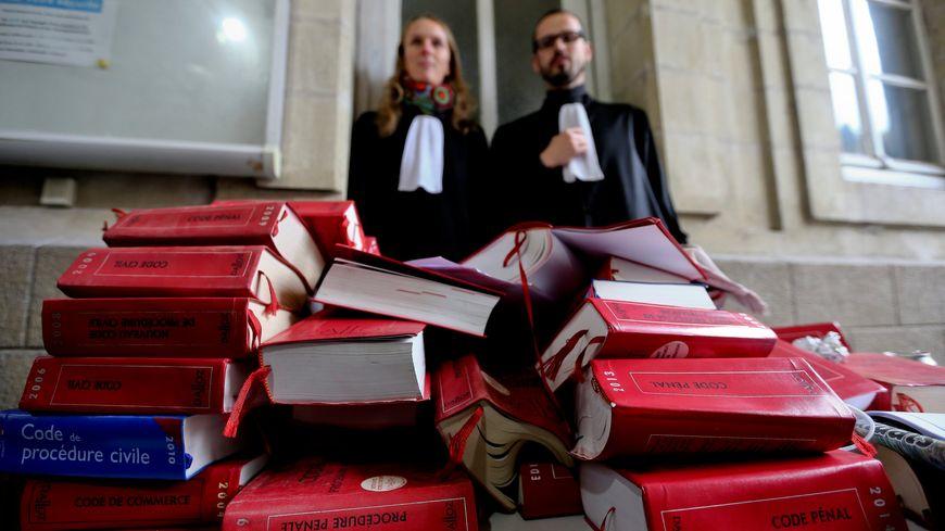 Les avocats sont en grève depuis trois semaines