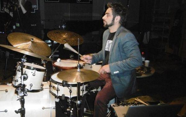 Ariel Barthémémi à la batterie par S Noël