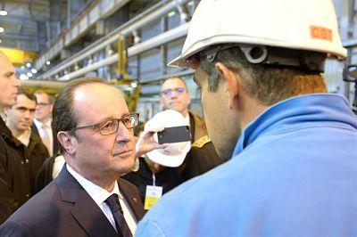 François Hollande, face à un délégué CGT de STX, le 15 octobre 2015.