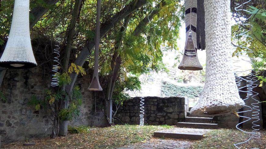 La Chapelle Blanche de Felletin décorée de laine
