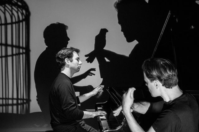 Le pianiste Iddo Bar Shaï et l'ombromane Philippe Beau - Dominicains