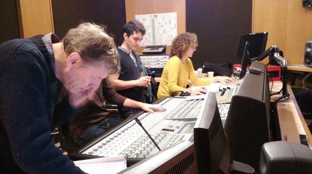 Michel Sidoroff en régie et les opérateurs du son