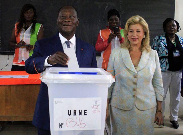 Alassane Ouattara, qui obtient 83,66% des suffrages, a été réélu au premier tour