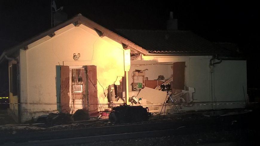 La maison près des voies a été défoncée dans le choc à Toulenne