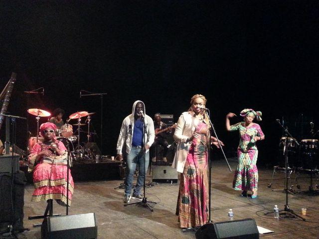 Les amazones en répétition à la Ferme du Buisson avec Tiken Jah Fakoly
