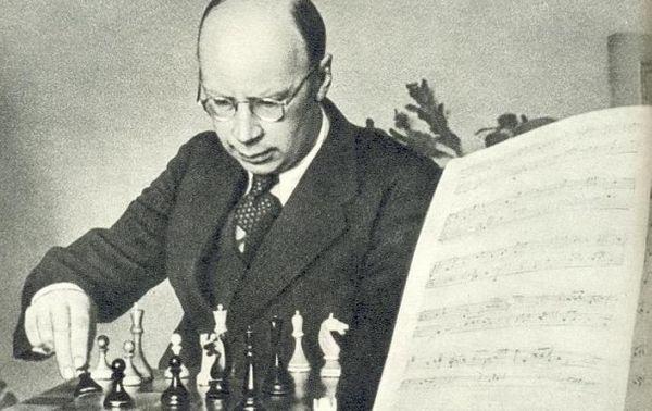 Serge Prokofiev jouant aux échecs (c) DR
