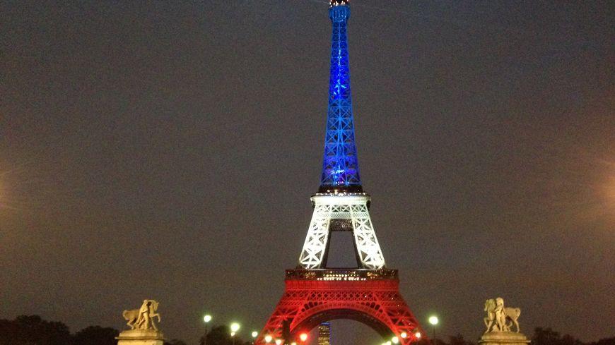 La Tour Eiffel en bleu-blanc-rouge à 17h30 ce lundi