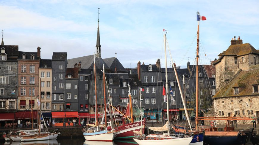 Le vieux port de Honfleur, arpenté par 3,7 millions de visiteurs chaque année.