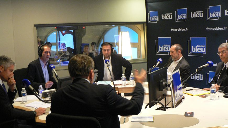 Le débat du premier tour en Auvergne-Rhône-Alpes dans les studios de France Bleu