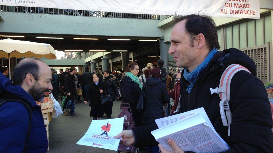 Frédéric Mellier, militant du Front de Gauche, en campgne ce samedi.