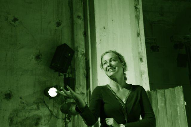 Irina Brook en vert
