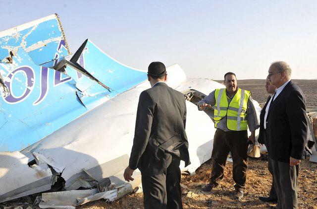 Le premier ministre Egyptien Sherif Ismail sur les lieux du crash
