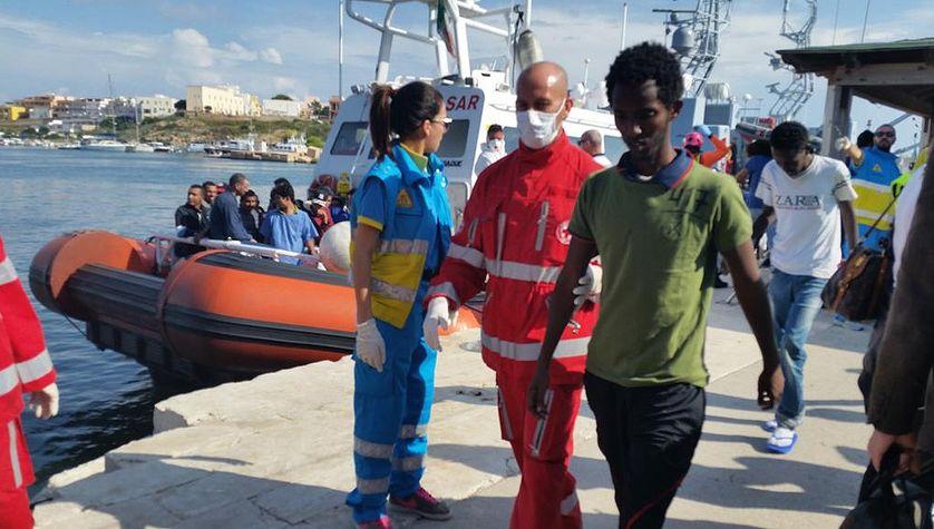 Arrivée d'un réfugié à Lampedusa en Italie, en novembre 2015