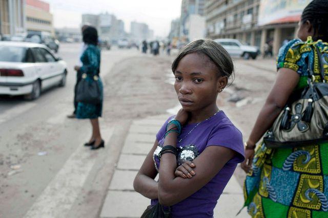 Jeune fille à Kinshasa